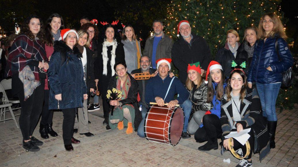 Χριστουγεννιάτικα κάλαντα στην πλατεία του Ηρακλείου.